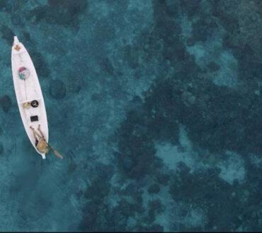 Ο 90χρονος ψαράς που συλλέγει πλαστικό από τον ωκεανό εδώ και δύο δεκαετίες (Βίντεο)