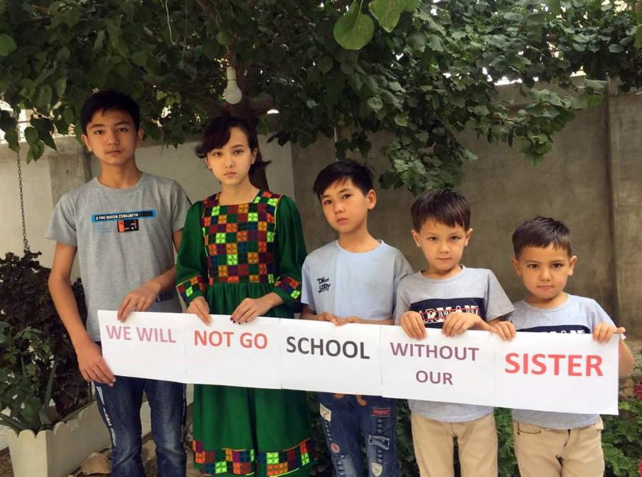 Αφγανιστάν: Αγόρια διαμαρτύρονται για την απαγόρευση των κοριτσιών στο σχολείο από τους Ταλιμπάν