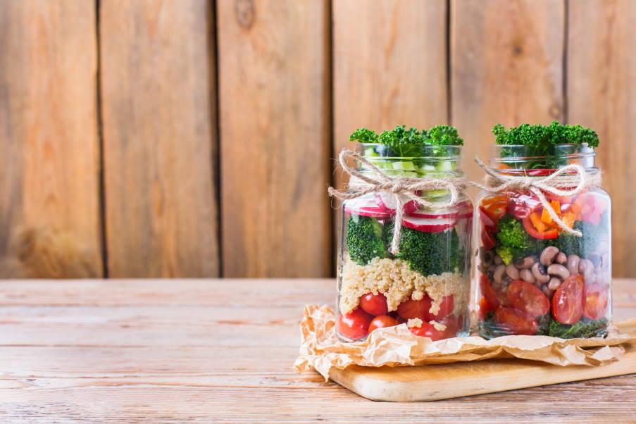 Μελέτη δείχνει ότι η vegan διατροφή προκαλεί 84% μείωση στα ενοχλητικά συμπτώματα της εμμηνόπαυσης, χωρίς φάρμακα