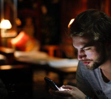 Νομοφοβία: Ποια σημάδια δείχνουν ότι φοβόμαστε τη στέρηση του κινητού μας τηλεφώνου