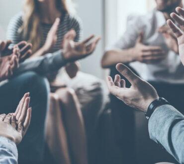 Ομαδική ψυχοθεραπεία: Τα οφέλη και γιατί αξίζει κάποιος να την επιλέξει