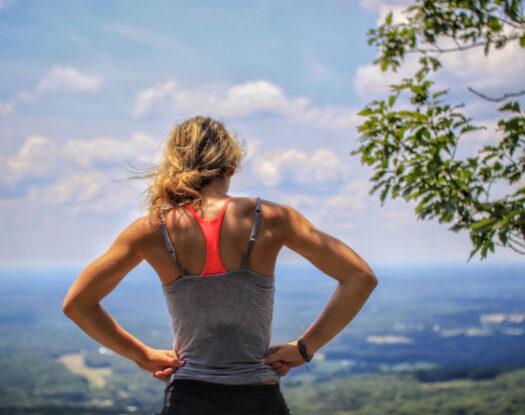 Πόση άσκηση χρειαζόμαστε για να αντισταθμίσουμε τις πολλές ώρες καθιστικής εργασίας