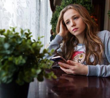 3 τρόποι να προστατεύσουμε τα παιδιά από τη σκοτεινή πλευρά των μέσων κοινωνικής δικτύωσης