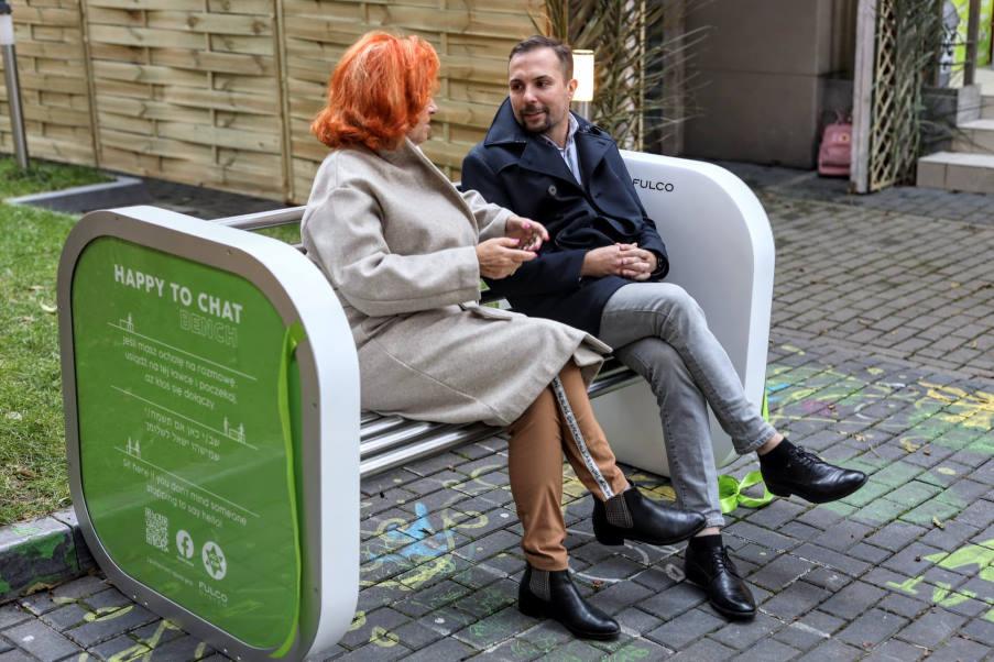 Πολωνία: Παγκάκια που προσκαλούν τον κόσμο να συζητήσει εμφανίζονται σε πάρκα της χώρας