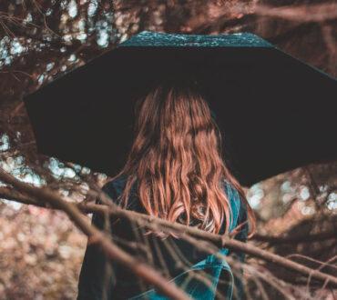Πώς να παραμείνουμε θετικοί αν η αλλαγή των εποχών μας καταβάλλει ψυχολογικά