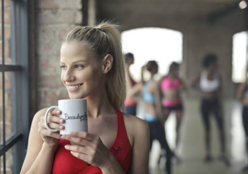 Η κατανάλωση καφέ πριν την άσκηση μπορεί να βοηθήσει στην καύση περισσότερου λίπους