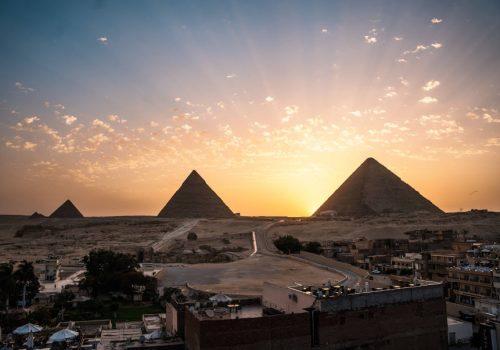 Πώς οι επιστήμονες χρησιμοποιούν την κοσμική ακτινοβολία για να «κρυφοκοιτάξουν» στο εσωτερικό των πυραμίδων